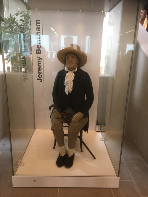 10 hechos realizados por  figuras ilustres después de muertas Jeremy Bentham