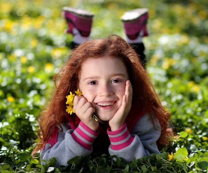 5 maneras de enseñar a los niños a ser felices