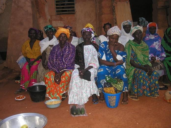 Burkina Faso - Mujeres vendedoras ambulantes