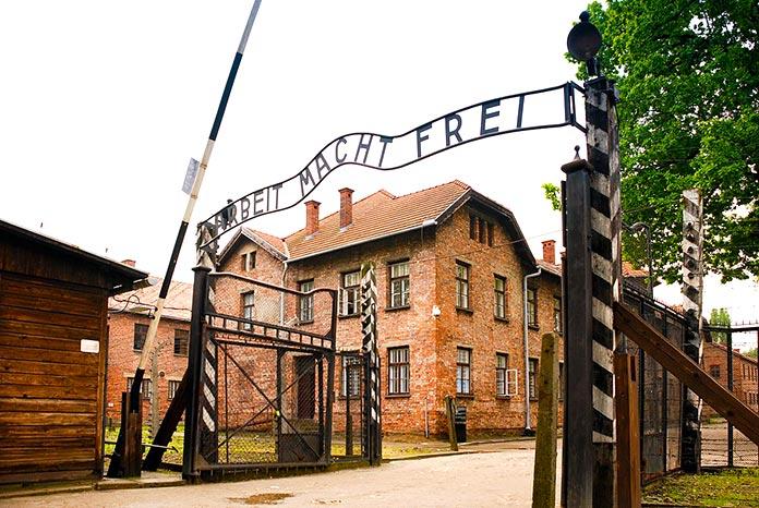 Entrada al campo de concentración nazi de Auschwitz