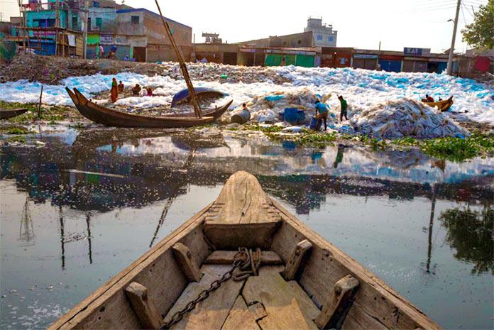 Kilos de plásticos y basura flotante