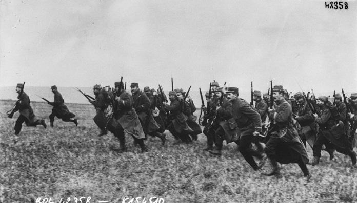 Infantería francesa cargando con bayonetas en Marne.