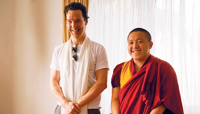 Benedict Cumberbatch junto a Dilgo Khyentse Yangsi Rinpoche durante una audiencia privada en el Monasterio Shechen, en Boudhanath