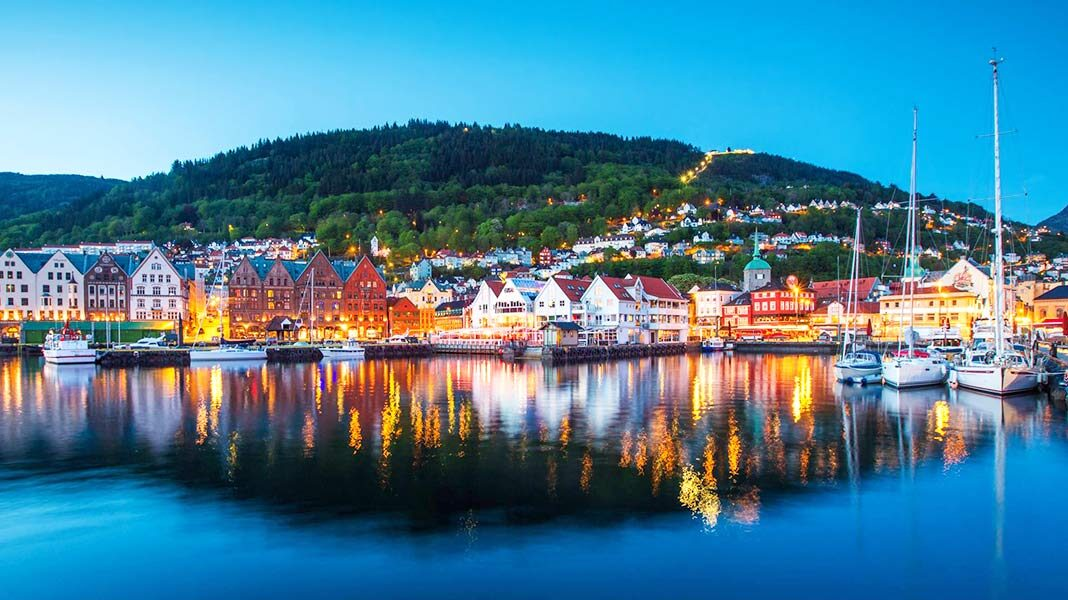 Fiordos, casas de cuento, brujas y bosques encantados... Viajamos a Bergen