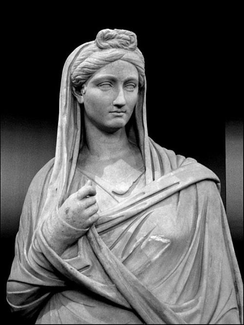 Cánones de belleza. Roma. Vibia Sabina.