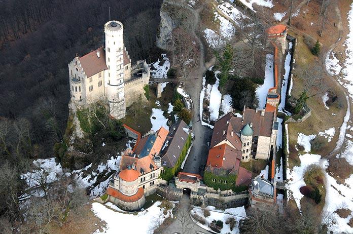 Vista aérea del castillo y sus alrededores