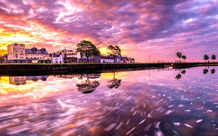 Bahía de Claddagh, Galway, Irlanda.