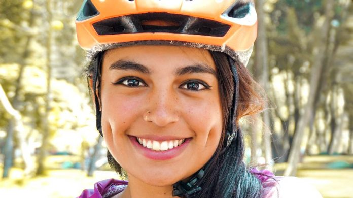 La historia de la periodista colombiana que viajó de Colombia a Ecuador en bicicleta