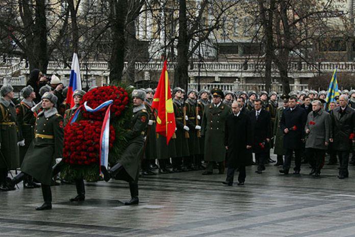Día del Padre. Celebraciones curiosas del Día del Padre. Ofrenda Floral en la Tumba del Soldado Desconocido. Día de los Defensores de la Patria.