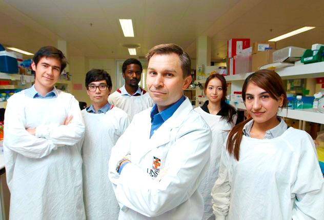 David Sinclair con su equipo