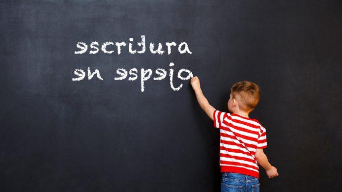 Escritura en espejo: guía completa para padres con información y ejercicios para comprenderla y corregirla