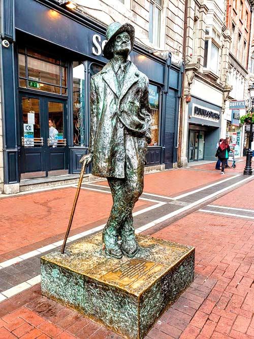 Estatua de Joyce en Earl Street, Dublín.
