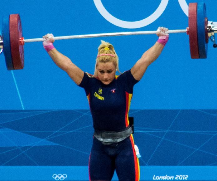 La española Lydia Valentín se tituló campeona mundial de halterofilia con tres oros