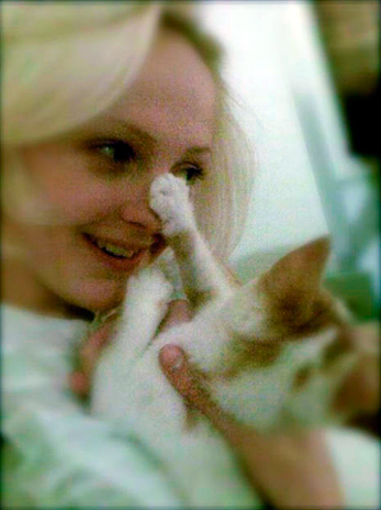 Laura Marling con su gato