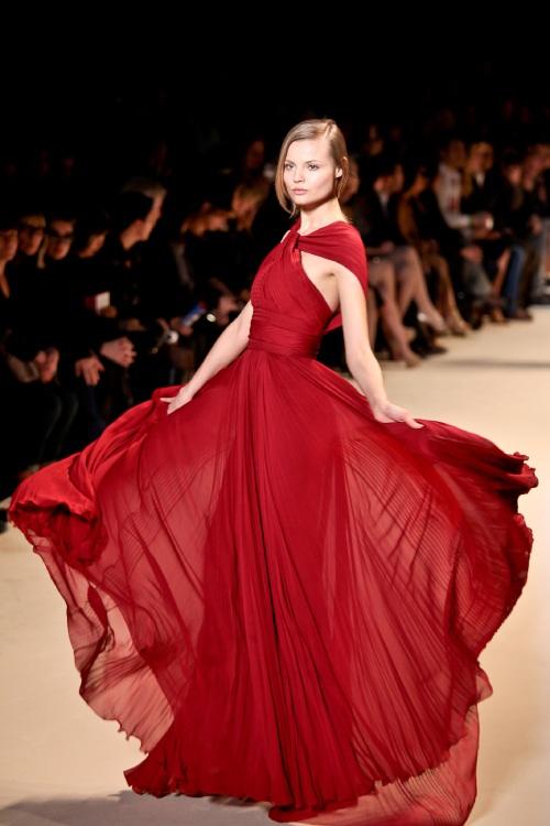 Los 20 diseñadores de alta costura más influyentes de todos los tiempos – Modelo de Elie Saab.