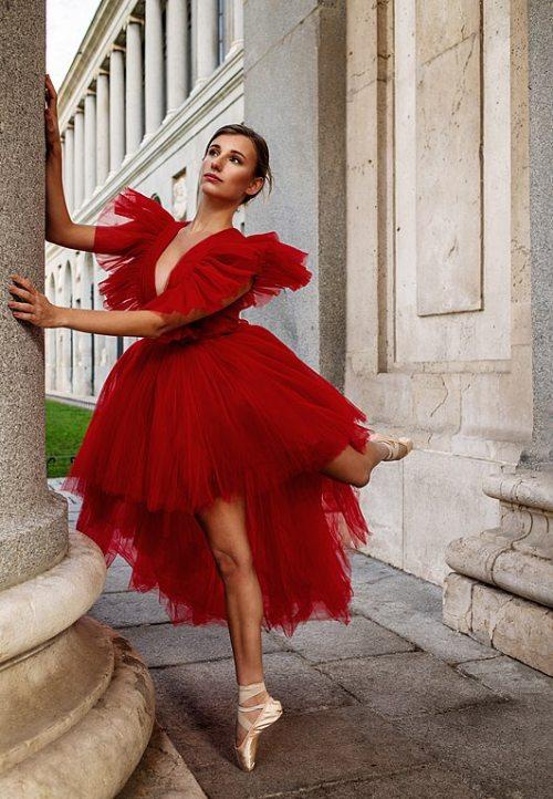 Los 20 diseñadores de alta costura más influyentes de todos los tiempos – Modelo de Giambattista Valli.