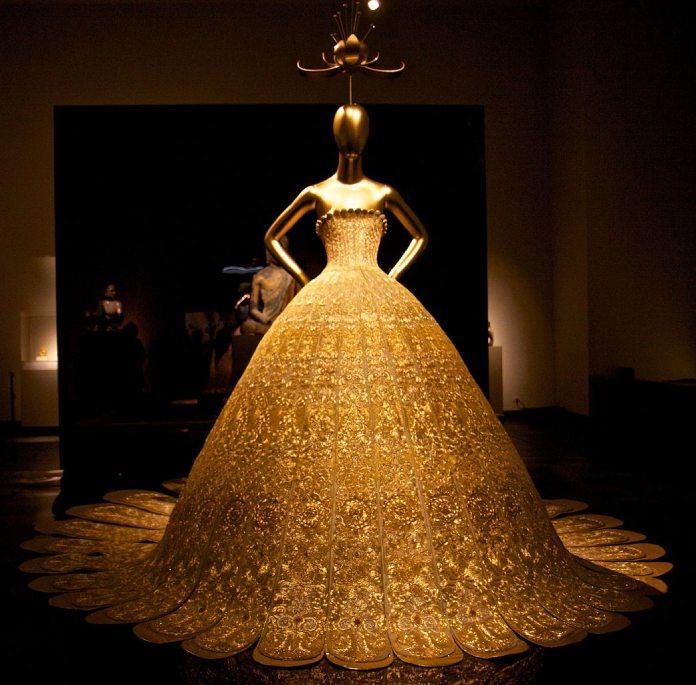 Los 20 diseñadores de alta costura más influyentes de todos los tiempos – Modelo de Guo Pei.