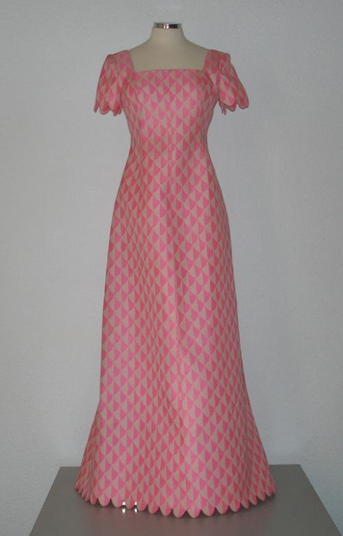 Los 20 diseñadores de alta costura más influyentes de todos los tiempos – Modelo de Hubert de Givenchy.