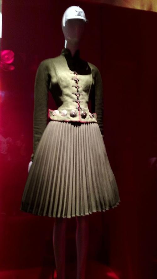 Los 20 diseñadores de alta costura más influyentes de todos los tiempos – Modelo de John Galliano.