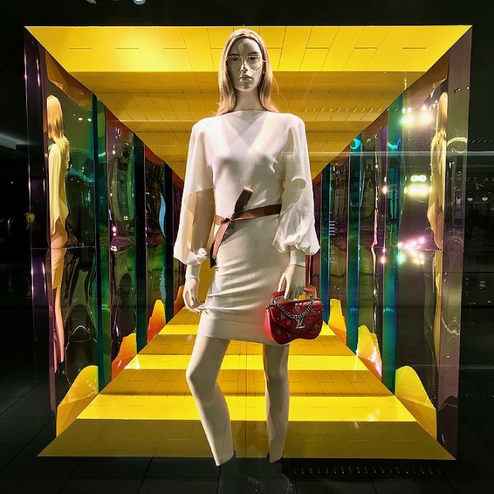 Los 20 diseñadores de alta costura más influyentes de todos los tiempos – Modelo de Louis Vuitton.