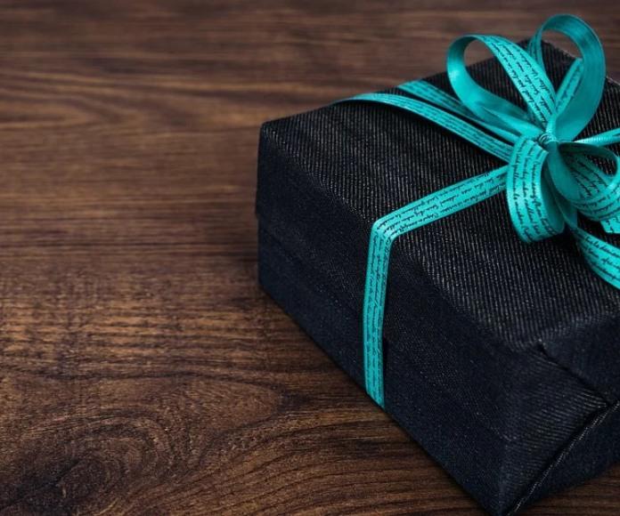 Los expertos sugieren hacer regalos significativos a pacientes con Alzhéimer