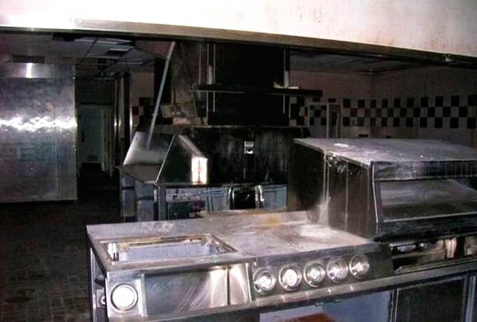 Cocina abandonada del restaurante McBarge.
