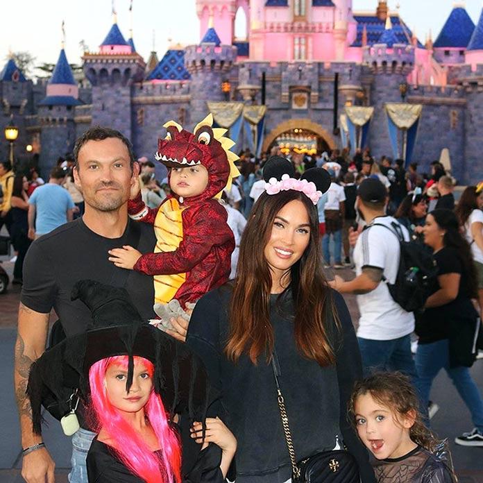 Megan con Brian Austin Green y sus tres hijos en Disney