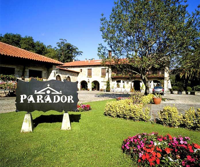 Mejores Paradores de España: entorno, instalaciones, comodidades, comida, precio, actividades…