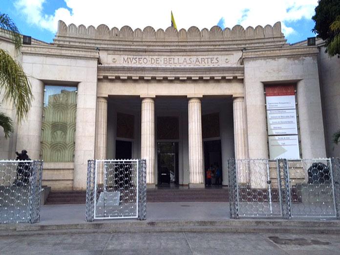 Fachada principal del edificio del Museo de Bellas Artes de Caracas