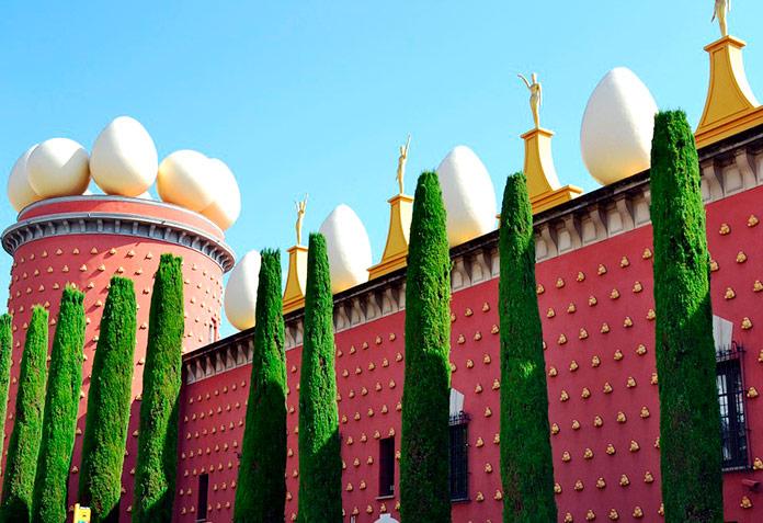 Fachada del Museo de Dalí, Figueres