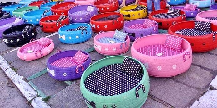 Neumáticos convertidos en camas para animales