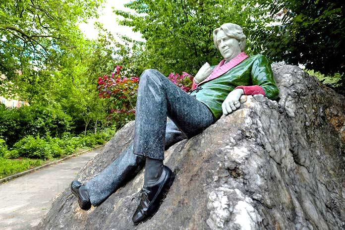 Estatua de Oscar Wilde en Merrion Square, Dublín.