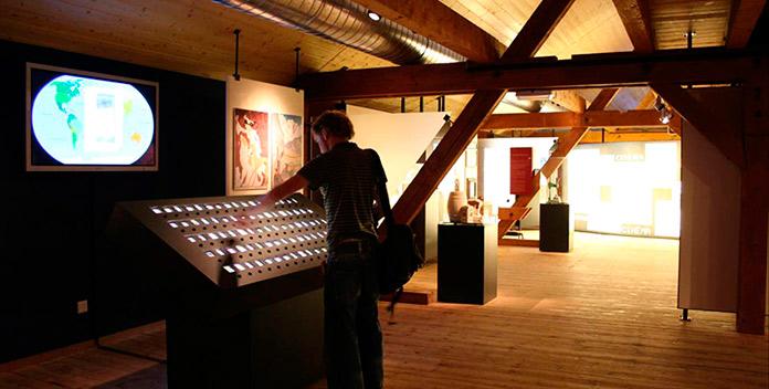 Pantallas interactivas del museo Chiens du Saint Bernard