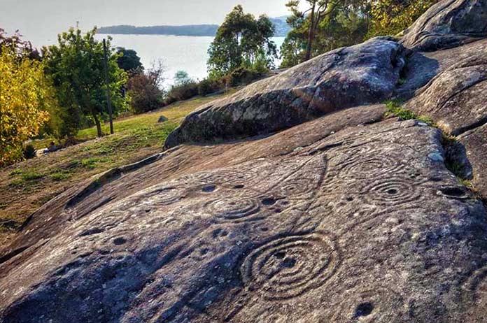 Tipos de escritura: Petroglifos de Mogor, en Galicia.