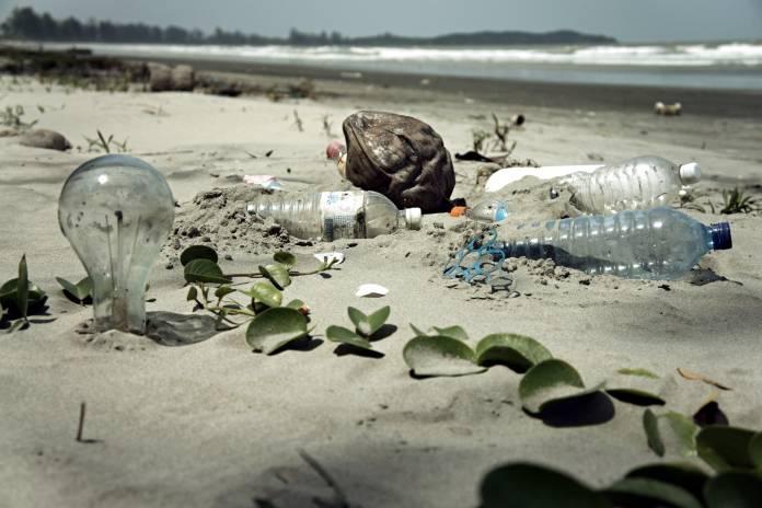 Plásticos - Playa de Malasia