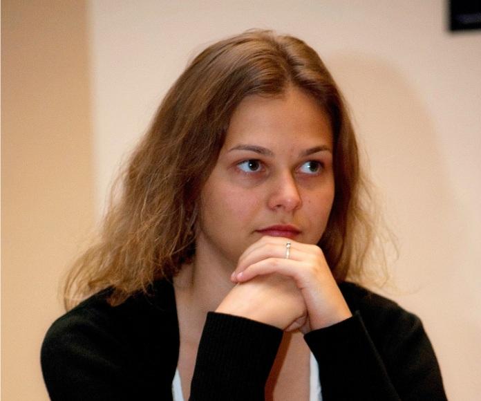 Por qué la campeona mundial de ajedrez se niega a defender sus títulos