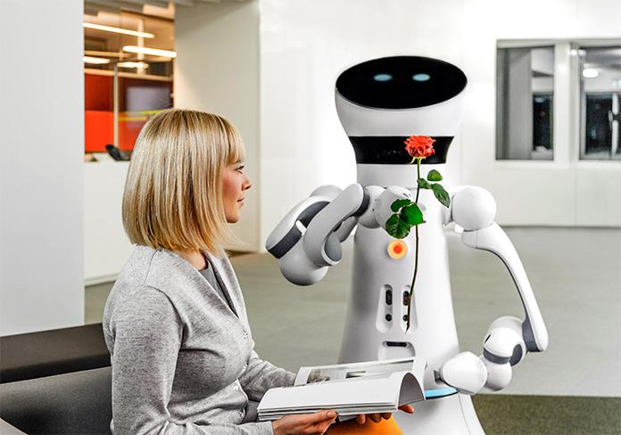 Robot de compania Care-O-bot 4