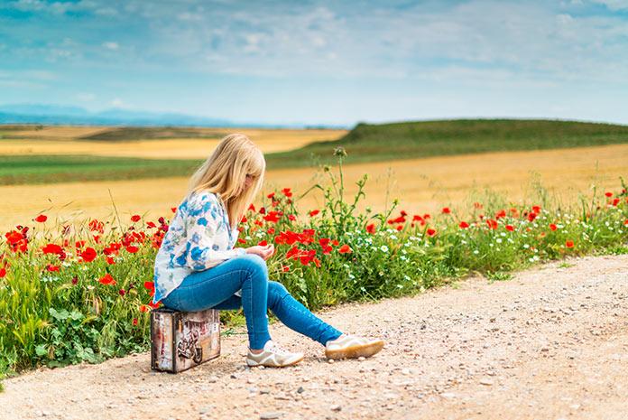 De hecho, aquel individuo que desarrolla el autoconocimiento y se siente a gusto consigo mismo -estando a solas- puede amar genuinamente.
