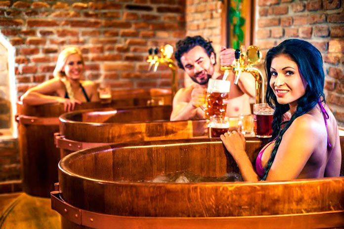 SPA de cerveza: los beneficios médicos y estéticos de bañarse en cerveza