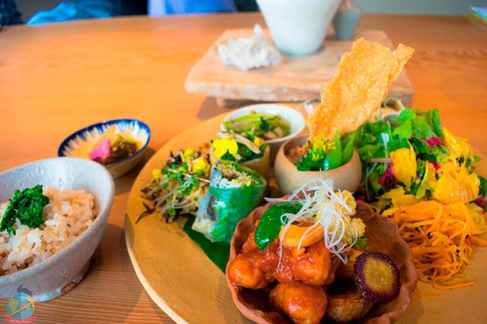Set de comida microbiótica vegana en Kioto (theveganhopper.com)