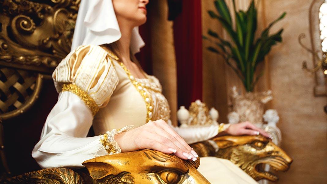 Sibila De Fortiá: de viuda amante del rey a reina en busca y captura