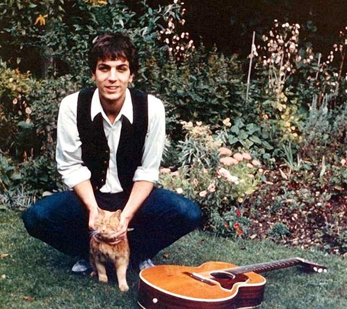 Syd Barrett con un gato