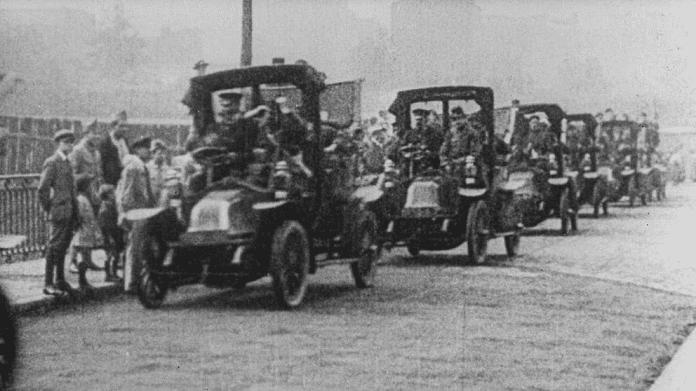 Taxis llevando a las tropas a Marne.