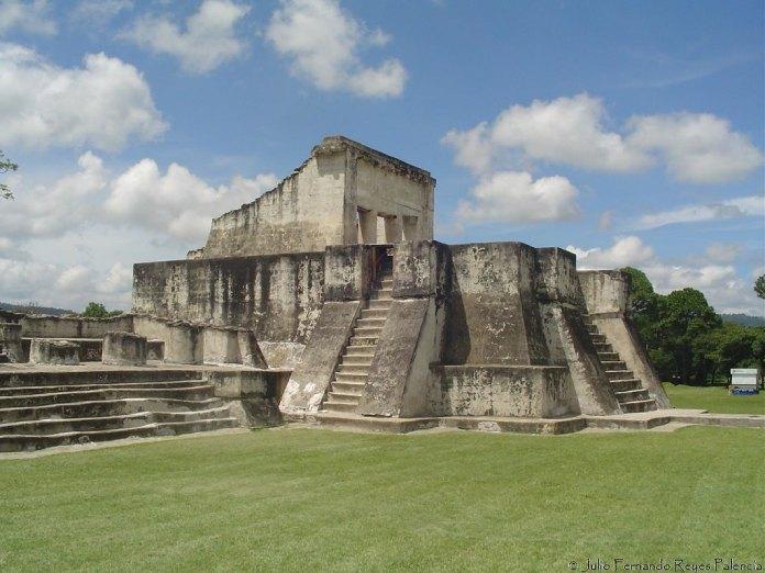 Templos Mayas. Zaculeu. Edificio número 4 de Zaculeu.