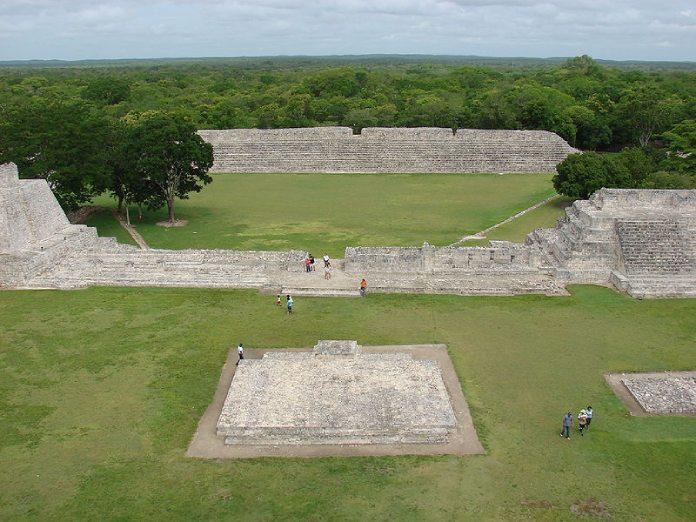 Templos mayas. Edzna. Vista panorámica.