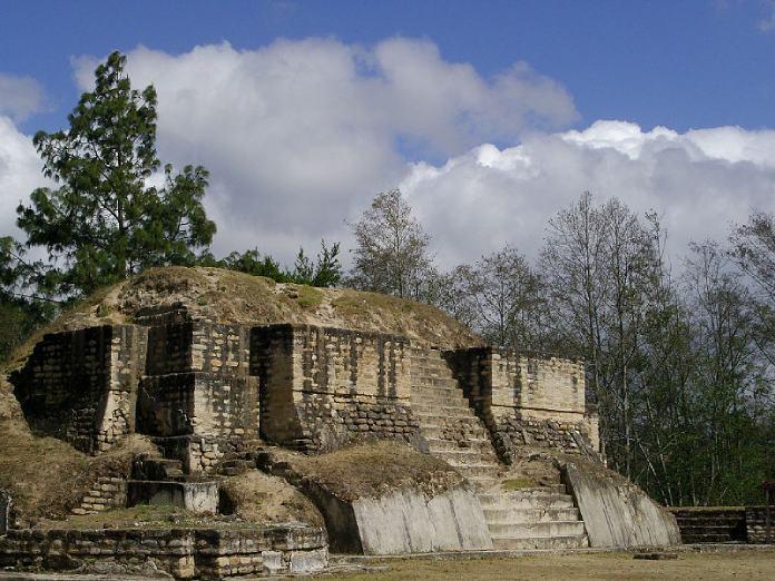 Templos mayas. Iximché. Templo de Iximché.