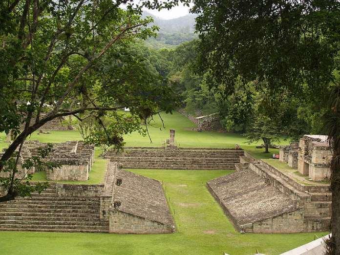 Templos mayas. Copán. Honduras. Cancha de juego de pelota.