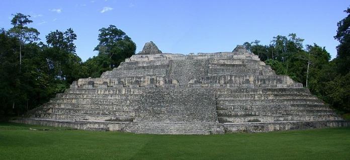 Templos mayas. Caracol. Pirámide Caaná en Caracol. Belice.