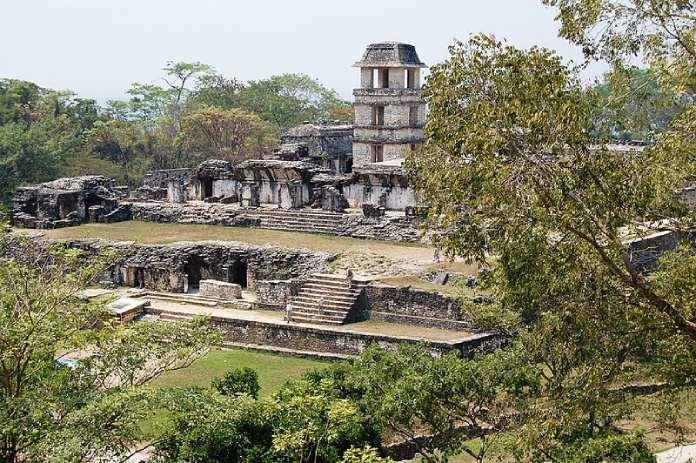 Templos mayas. Palenque. Palacio de Palenque.