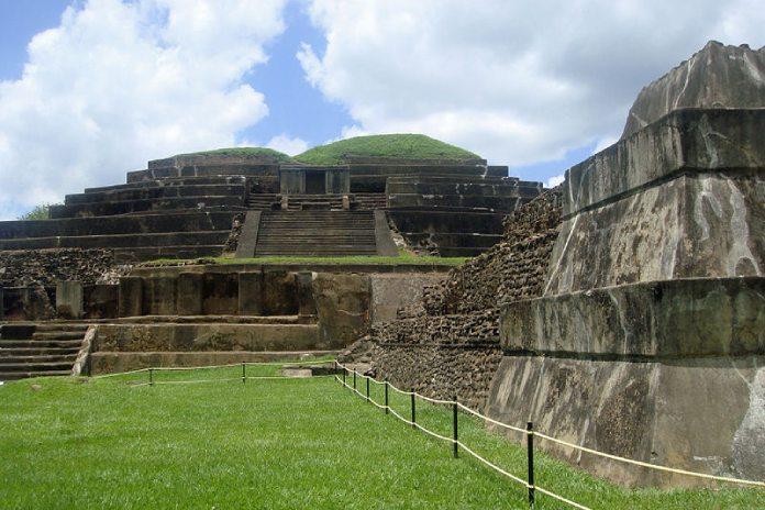 Templos mayas. Tazumal.  Pirámides de Tazumal.